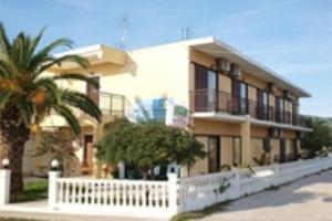 Holidays at Victor Studios and Apartments in St George South, Corfu