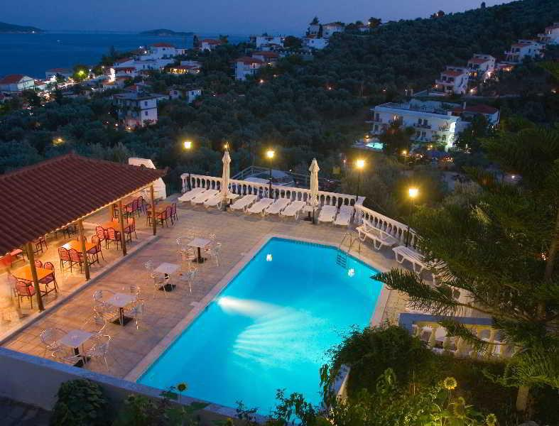 Holidays at Fengeros Apartments in Megali Amos, Skiathos