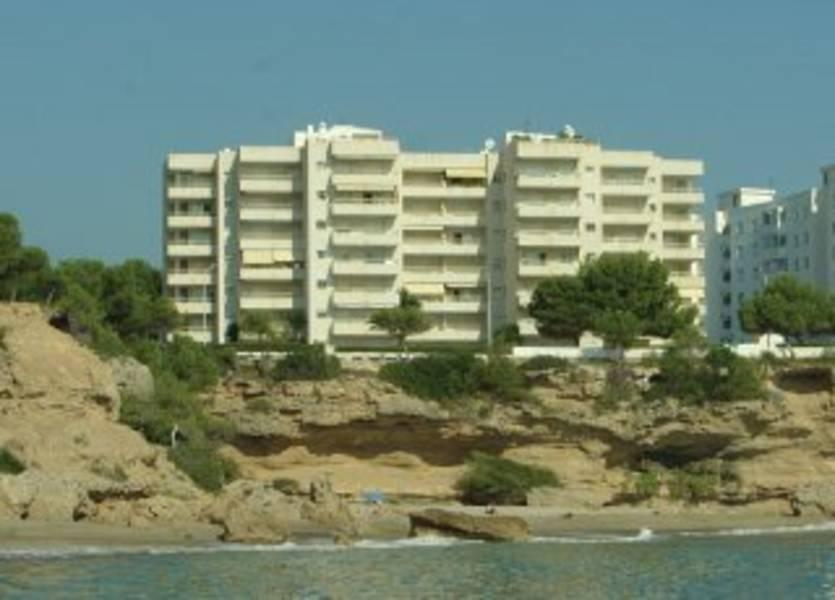 Holidays at Los Angeles 1 and 2 Apartments in Miami Platja, Cambrils