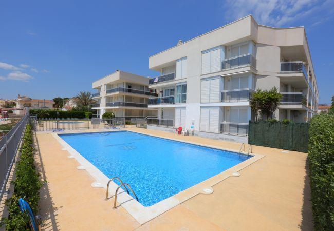 Holidays at Riviera Apartments in Miami Platja, Cambrils