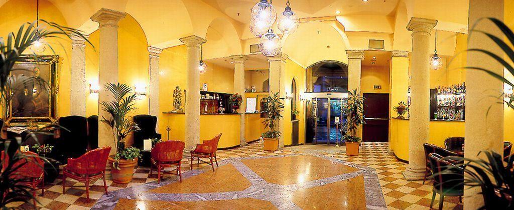 Regina hotel milan italy book regina hotel online for Hotel regina barcelona booking