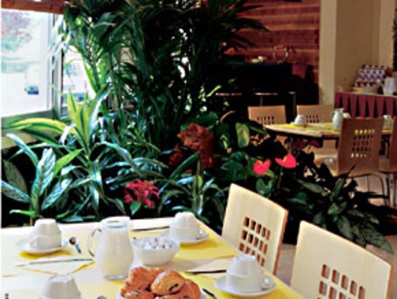 Holidays at Adagio Paris XV Aparthotel in Montparnasse & Tour Eiffel (Arr 14 & 15), Paris