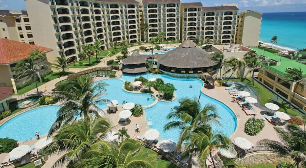 Holidays at Emporio Family Suites Cancun in Cancun, Mexico