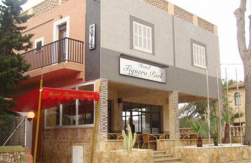 Holidays at Figuera Park Hotel in Cala Santanyi, Majorca