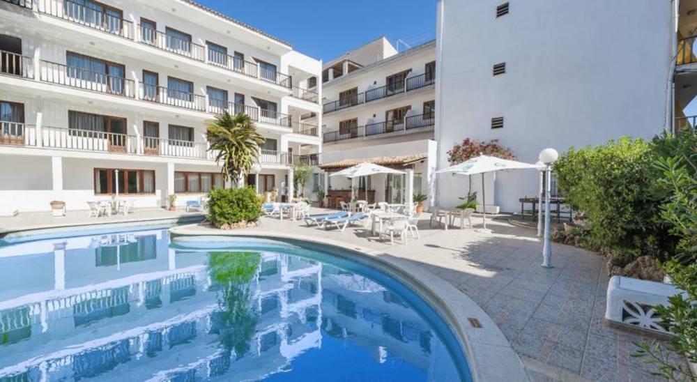 Holidays at Casa Bauza Hostal in Cala Ratjada, Majorca