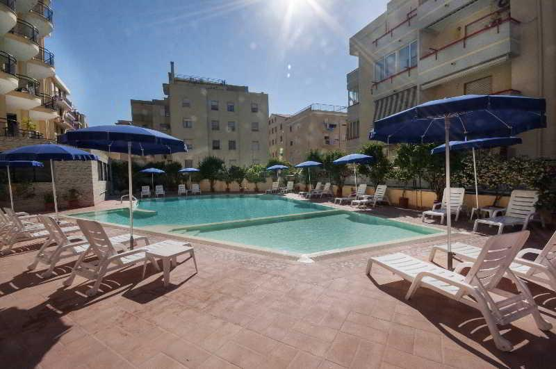 Holidays at Rina Hotel in Alghero, Sardinia
