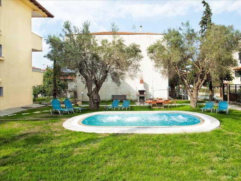 Holidays at Lemon Garden Villa in Pefkohori, Halkidiki
