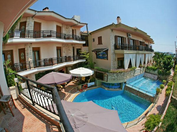 Holidays at Giannis and Fotini Apartments in Afitos, Kalithea Halkidiki