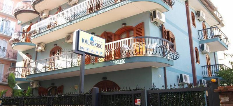 Holidays at Kalaskiso Aparthotel in Giardini Naxos, Sicily