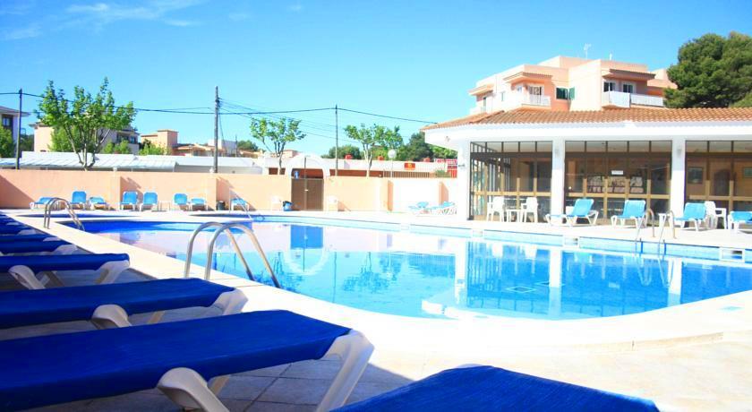 Holidays at Alcina Hostal in Cala Ratjada, Majorca