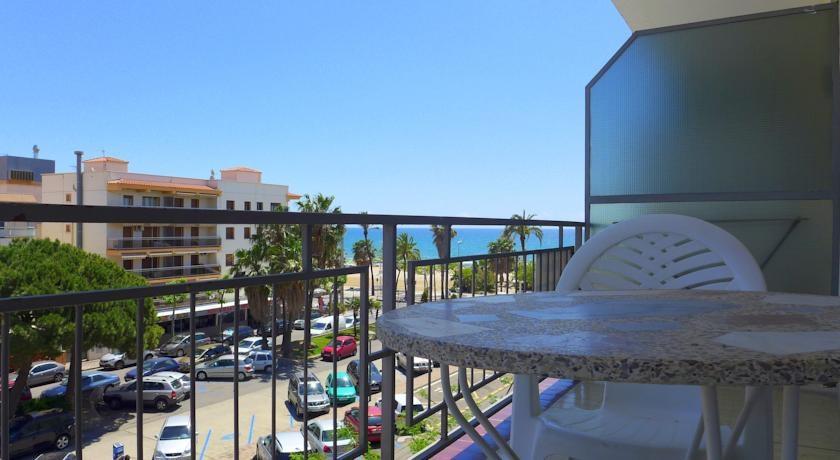 Holidays at Elisa Apartments in Cambrils, Costa Dorada