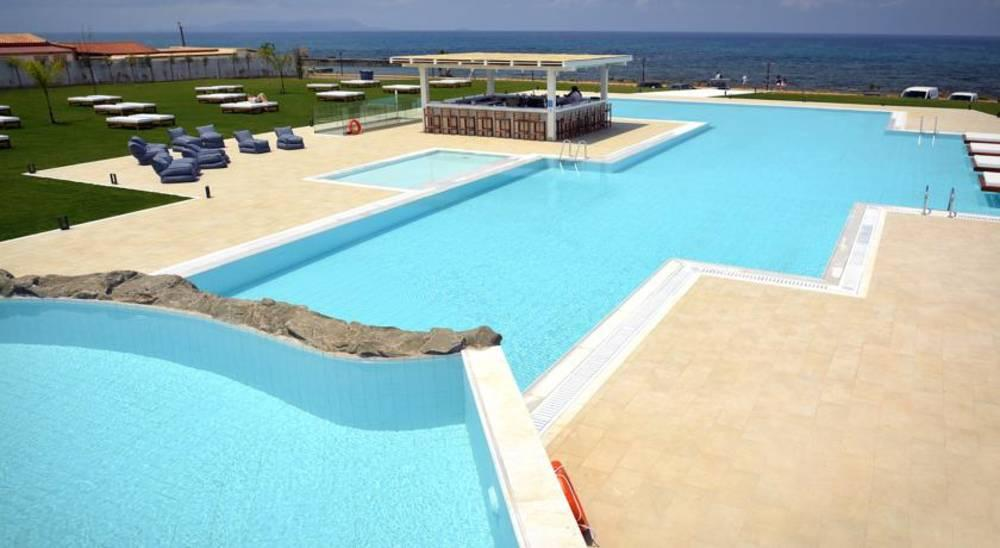 Holidays at Insula Alba Resort & Spa in Analipsi Hersonissos, Hersonissos