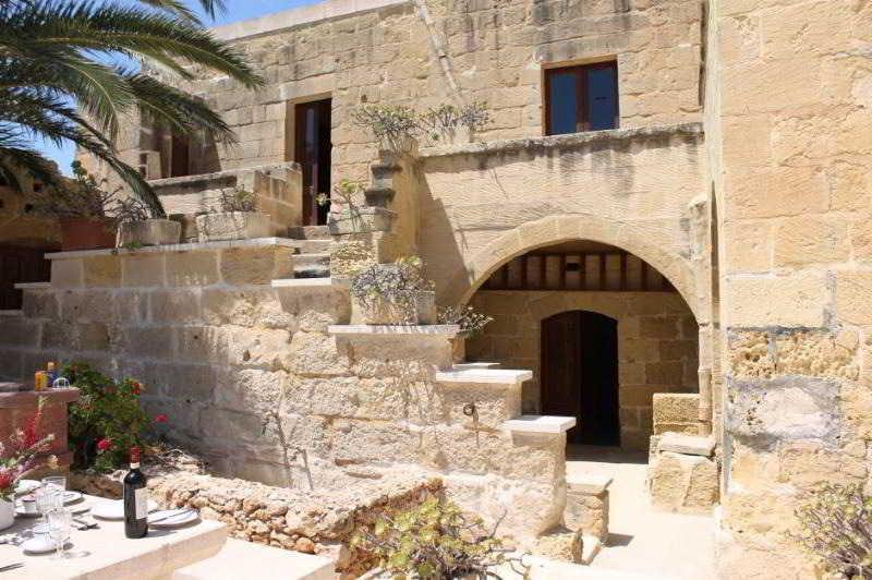 Holidays at Cittadella Farmhouse in Gozo, Malta