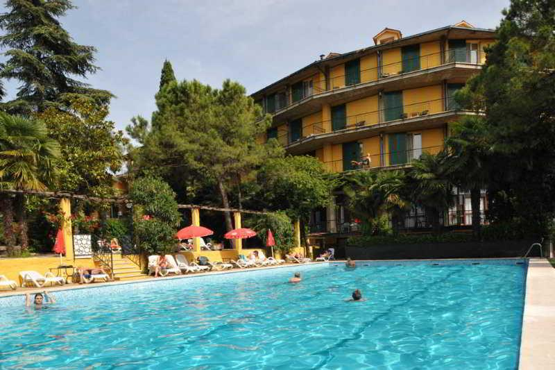 Holidays at Palme Hotel in Garda, Bardolino