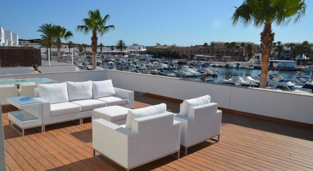 Holidays at Villas del Lago in Cala'n Bosch, Menorca