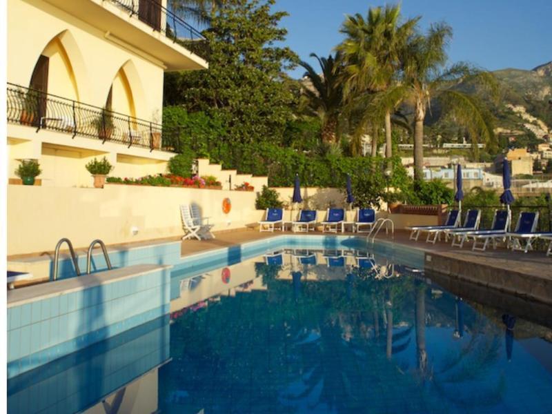 Holidays at Sirius Hotel in Taormina, Sicily